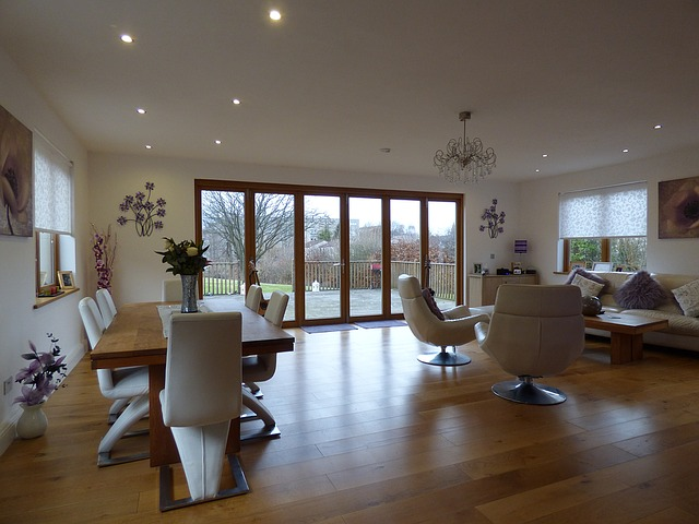 A Detailed Guide On Folding Doors And Its Pros And Cons